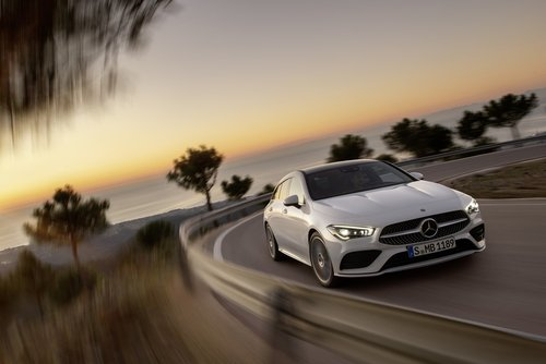 CLA Shooting Brake fahrend